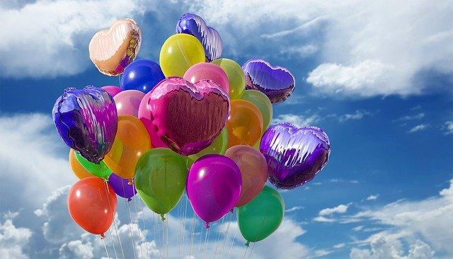 kolorowe balony na prezent dla dziecka