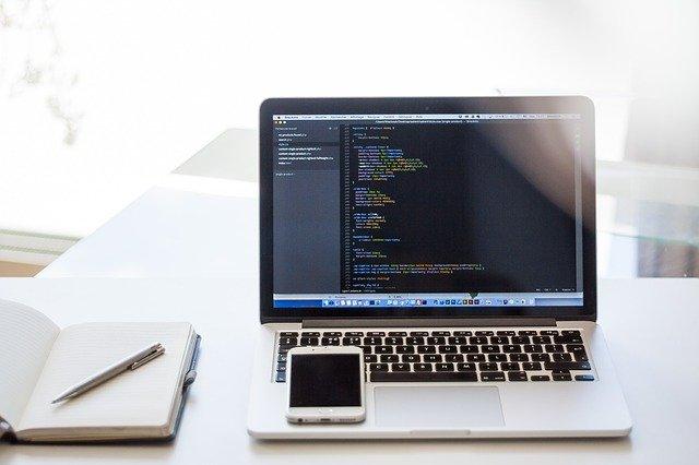 smartfon i komputer sprzety elektroniczne